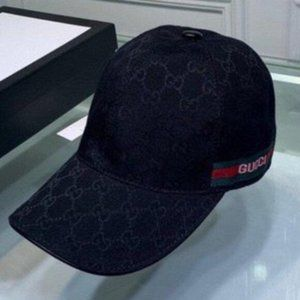 ✨NWT Gucci black baseball cap with lettering